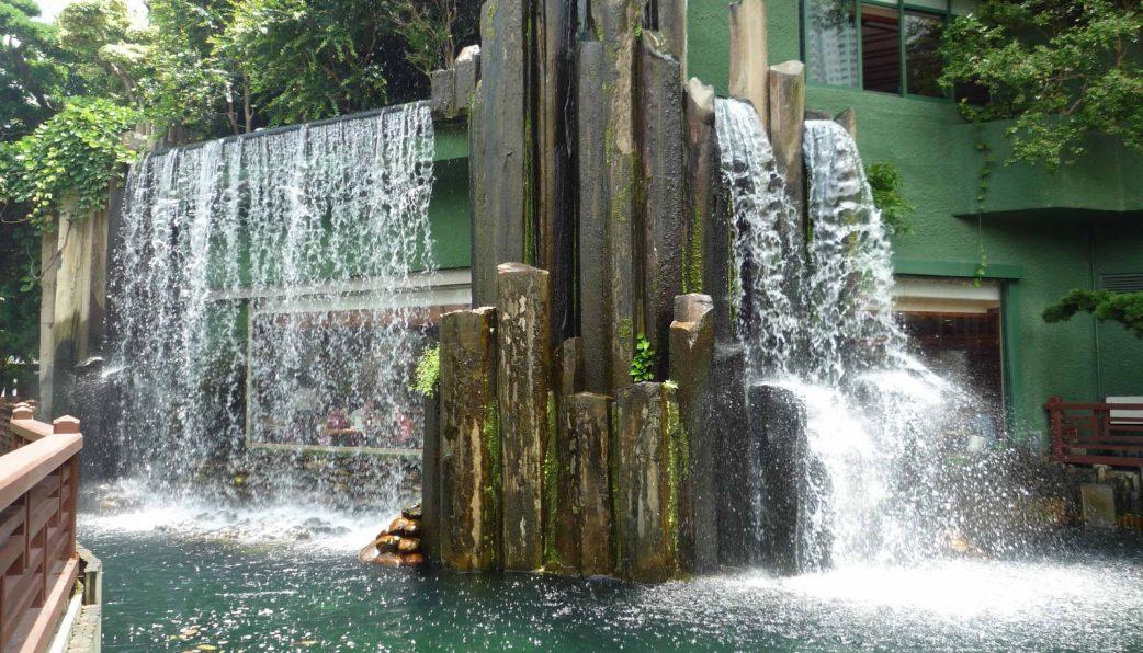 Cách làm thác nước đẹp cho sân vườn 4